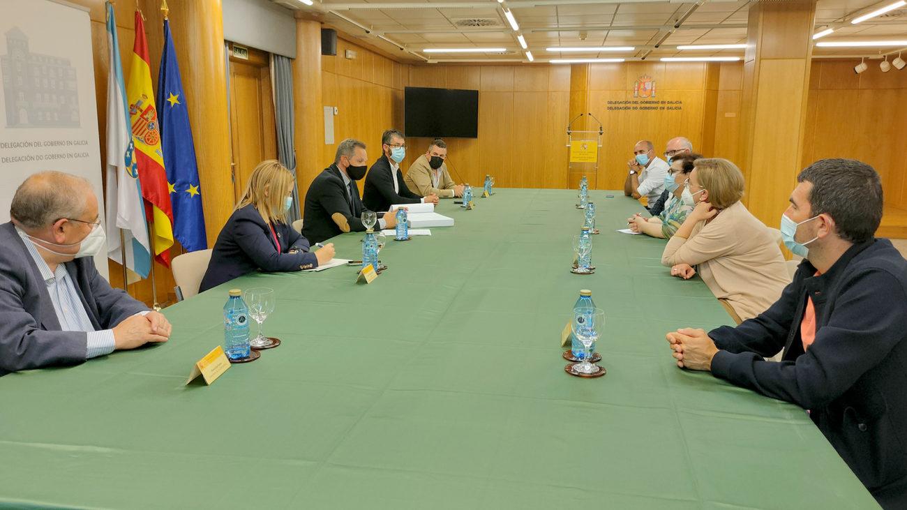Reunión da Asociación de Concellos do Camiño de Santiago da Ría de Muros-Noia co delegado do Goberno en Galicia, José Manuel Miñones