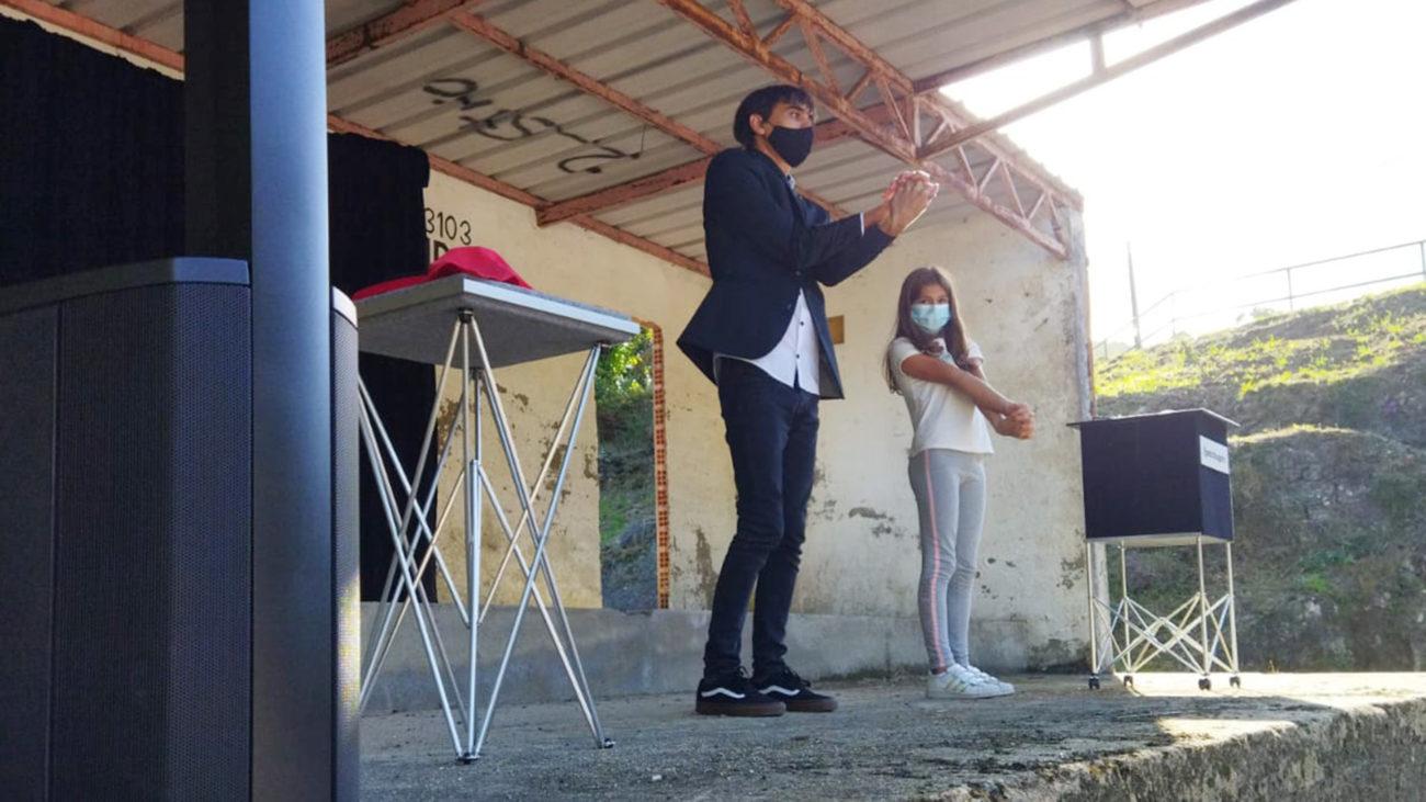Cultura Dispersa 2021 en Rois: O mago Pedro Bugarín actuando en Buxán
