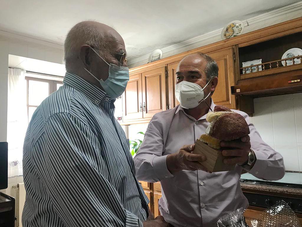 O alcalde de Rois visitou a Jose Veiga Gandarela polo seu 102 aniversario